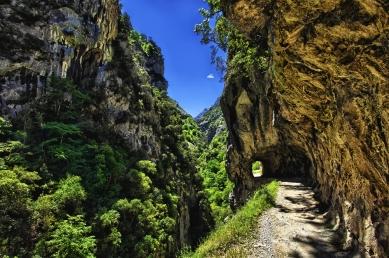 Túneles-de-la-ruta-del-Cares